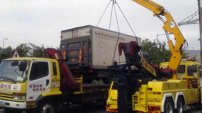 can lift the accident vehicles off the ground while transporting